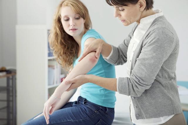 Лечением псориаза занимаются дерматологи